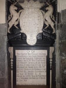 Graf van Demarets in de Sint Matthiaskerk in Maastricht met twee kwartieren met drie meerbladeren.