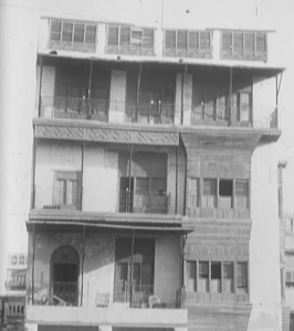 8.till from Het Groote Mekka-Feest. Front of the Netherlands and Netherlands East Indies Jeddah Consulate building in 1928.