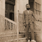 5. Dutch consul Van der Plas in Jeddah (1921-1926) in front of the consulate building. From the KITLV Collection.