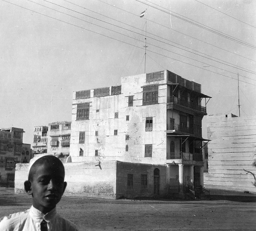 Consulate of the Netherlands and the Netherlands East Indies (Indonesia) in Jeddah in 1925-1926. Photo by Daniel van der Meulen. From the Public Collections of the Netherlands.